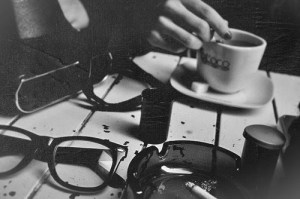 black-and-white-cigarette-coffee-glasses-smoke-Favim.com-267792_original